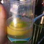 Vi skulle jo køre hjem, men derfor kan man jo godt få friskpresset limonade i genbrugs-hippiglas.