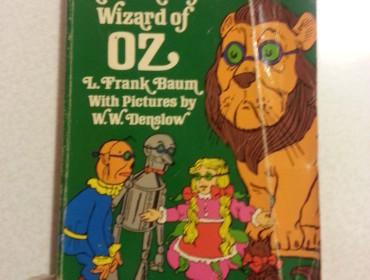 Jeg har aldrig fået læst Troldmanden fra Oz, så en fin gammel version med billeder blev det til.