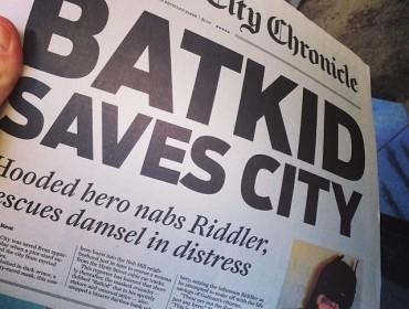 """Dagens avis er skrevet af """"Clarke Kent og Lois Lane"""" - der var styr på detaljerne. Aviserne blev delt gratis ud, og jeg havde faktisk min hånd om én, men jeg er desværre ikke så aggresiv og stædig som andre mennesker :-( (lånt billede)"""