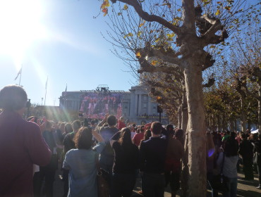 Mange var (også) mødt op ved rådhuset