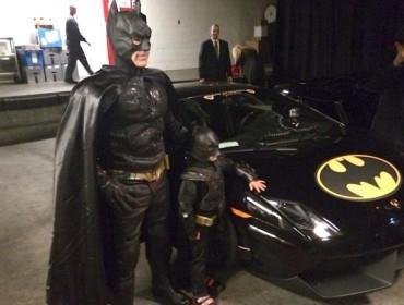 Lille og store Bat! Med meget fint køretøj