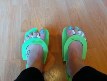 Mikael havde givet fine nye negle gavekort. Fine ny sko også...