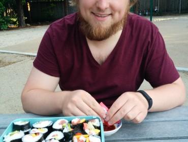 Hjemmelavet Sushi og Gingerbeer i parken.