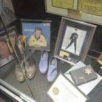 Vi var inde forbi en kendt pladebutik hvor Elvis' Blue Sweet Shoes stod.