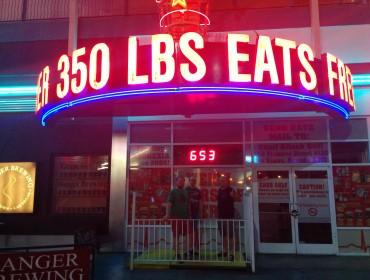 Heart Attach Grill - Tre thyboer vejer ikke helt nok til at modtage et gratis måltid