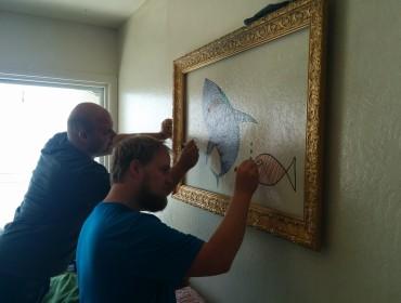 På besøg hos Onkel Tobias, hvor man gerne må tegne på væggen!