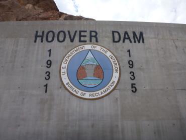 Hoover Dam hvor der desvære var lukket for ture den dag. Men flot og varmt (47 grader!) var det!