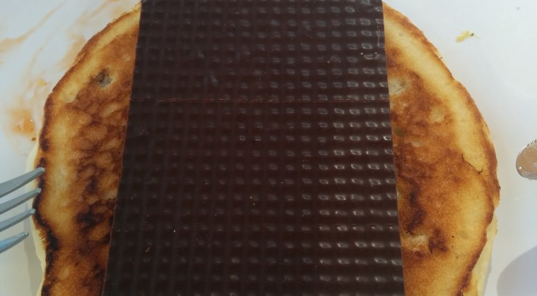 Pandekage med lækkert mørkt pålægschokolade.