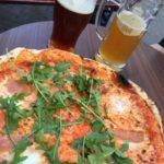Pizza og øl var en hofret i Cork, og blev ofte indtaget med kollegaer på Franciscan Well.